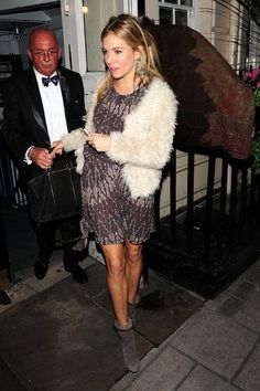 Sienna Miller media gallery on Coolspotters. See photos, videos, and links of Sienna Miller. Look Fashion, Autumn Fashion, Fashion Outfits, Sienna Miller Style, Look Boho Chic, Looks Street Style, Bohemian Mode, Bohemian Style, Inspiration Mode