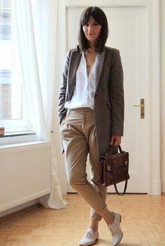 0e32323e254 Love her laid back style. Such a simple and beautiful look. Oversized  Blazer