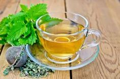 What is Lemon balm and what is it used for? Can lemon balm relieve stress and anxiety? Lemon balm (Melissa officinalis) is a medicinal herb in the mint family. Best Herbal Tea, Herbal Teas, Lemon Balm Tea, Detox Tea Diet, Different Types Of Tea, Peppermint Tea, Detox Your Body, Natural Home Remedies, Calories