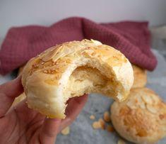 Fyldte juleboller - Lækre juleboller med marcipan | Mummum.dk Pan Dulce, I Love Food, Tapas, Sweets, Dinner, Baking, Breakfast, Cake, Fest