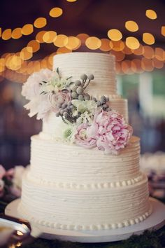 Perfect cake... {photography by sarah kate, floral design and table linens by bella flora via style me pretty}