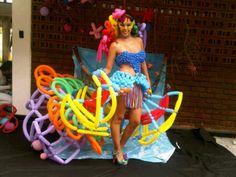 concurso 4ta semana del diseño, universidad san buenaventura Cali.  vestuario inspirado en el carnaval de rio de janeiro. hecho con globos largos.