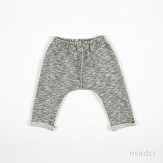 Pantalón de felpa gris para bebé de 1 + In The Family. #baby #trousers #fashion #NeroliByNagore #SS14 #OneMoreInTheFamily