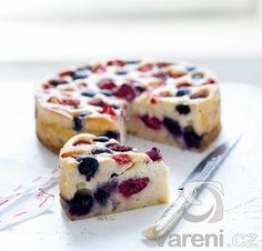 Tvarohový, špaldovo-kukuřičný koláč s ovocem / Hanka Zemanová