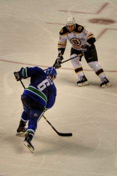 ˚Sami Salo fires a shot from the point, to bad the Canucks lost 1-0