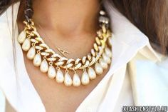 Как превратить деловой образ в более нарядный и романтичный? Pearl Necklaces, Chunky Necklaces, Pearl Jewelry, Diy Jewelry, Jewelry Necklaces, Fashion Jewelry, Jewelry Accessories, Fashion Accessories, Jewelry Box