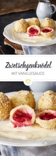 Kindheitsklassiker: Zwetschgenknödel mit Vanillesauce Sweet, small and sooo delicious. Plum dumplings are sweet, sticky, fruity and crumbly at the same time and taste incredibly good with homemade vanilla sauce. Food Cakes, Fudge Caramel, Plum Dumplings, Bolo Vegan, Gateaux Vegan, Desserts Sains, Cake Recipes, Dessert Recipes, Vanilla Sauce