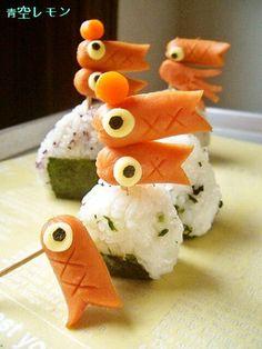 Rice ball with fish sausage Japanese Bento Box, Japanese Food Art, Kawaii Bento, Cute Bento, Bento Recipes, Bento Box Lunch, Food Decoration, Child Day, Fruit Art