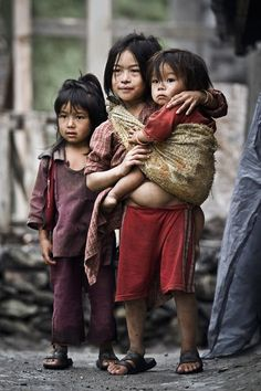 Photo by Luiza Boldeanu, Langtang circuit, Nepal, 2011 Poor Children, Precious Children, Beautiful Children, Beautiful People, Kids Around The World, People Around The World, Cute Kids, Cute Babies, World Cultures
