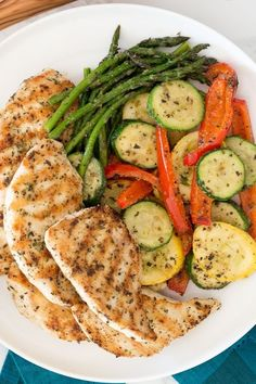 This Garlic and Herb Grilled Chicken and Veggie recipe checks off all the boxes – quick, easy, delicious and low-carb! This Garlic and Herb Grilled Chicken and Veggie recipe checks off all the boxes – quick, easy, delicious and low-carb! Chicken And Veggie Recipes, Chicken And Vegetables, Veggies, Garlic And Herb Chicken, Grilled Vegetables, Vegetable Recipes, Healthy Meal Prep, Healthy Snacks, Healthy Eating