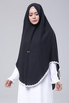 Black Modern Hijab Fashion, Abaya Fashion, Muslim Fashion, Fashion Outfits, Modele Hijab, Dress Anak, Hijab Chic, Islamic Clothing, Beautiful Hijab