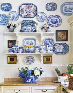 Blue And White Kitchen Wall Decor White Dishes, White Plates, Blue Plates, Kitchen Wall Art, Kitchen Decor, Veranda Interiors, Victoria Magazine, Blue And White China, Blue China