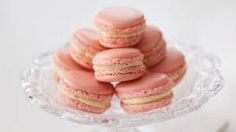 Recipe: Delicate French Macarons with Tara O'Brady - CBC Life Macaron Cookies, Meringue Cookies, Macaroons, Vanilla Buttercream Icing, Mini Meringues, Almond Cream, Chocolate Chunk Cookies, Holiday Baking, Cookie Recipes