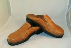 Clarks Slip On mules Light Brown tan Leather Women's Size 6 M gently worn