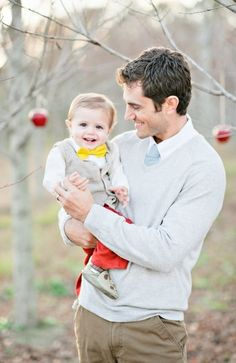 family photo idea for 2013 Christmas, 2013 cute Christmas family pictures, photo of dad and kid #family #photo #idea #Christmas www.loveitsomuch.com