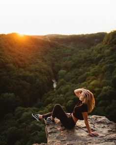 New travel pictures photography hiking ideas - Wandern Hiking Photography, Girl Photography Poses, Outdoor Photography, Nature Photography, Fashion Photography, Poses Photo, Picture Poses, Photos Voyages, New Travel