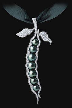 'Pearl Dreams'  --  Maxim Voznesenky of Jewellery Theatre