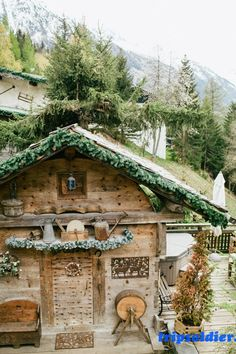Nestled in the gorgeous French Alps, this rustic winter wedding inspiration photo shoot was created by Smetona Photo and Monica Delevaux of Haute Weddings. Swiss Chalet, Swiss Alps, Chalet Design, Winter Cabin, Winter Homes, Snow Cabin, Winter Wedding Inspiration, Wedding Ideas, Wedding Blog