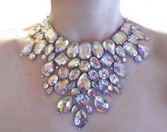 Artículos similares a Mega declaración collar de cristal espectacular AB del Rhinestone, Rhinestone ilusión collar, collar dramático, Rhinestone collar de arrastre en Etsy