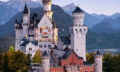 The Neuschwanstein Castle, Bavaria, Germany Beautiful Park, Beautiful Castles, Beautiful Sites, Beautiful Beaches, Cool Places To Visit, Great Places, Places To Go, Vacation Places, Places To Travel