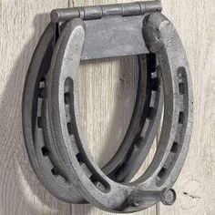 horse shoe knocker, Jake needs to make this! You could use a lot of different things for the knocker...the clue is the hinge! #HorseShoeCrafts