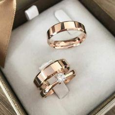 Engagement Rings Couple, Beautiful Engagement Rings, Couple Rings, Classic Wedding Rings, Gold Wedding Rings, Wedding Ring Bands, Hand Jewelry, Jewelry Rings, Jewelery