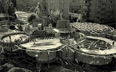 Clamart - La Petite Bibliothèque Ronde, bibliothèque des enfants de Clamart, anciennement La Joie par les livres. Cité de la plaine.  Architecte: Atelier de Montrouge (Gérard Thurnauer, Jean Renaudie, Jean-Louis Véret et Pierre Riboulet)  Construction:  1965.