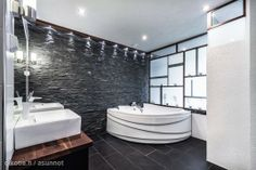 Myynnissä - Paritalo, Saunalahti, Espoo:  #kylpyhuone #oikotieasunnot #poreamme #kyplyamme Saunas, Bathroom Spa, Interior Decorating, Bathtub, Club, Inspiration, Home, Beauty, Standing Bath