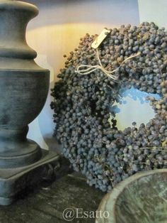 dried dadeltakken wreath (date berries) Fresh Wreath, Berry Wreath, Decoration Inspiration, How To Make Wreaths, Rustic Interiors, Natural Living, Dried Flowers, Home Deco, Flower Arrangements