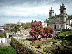 Santuário do Bom Jesus do Monte é constituído por um conjunto arquitetónico e paisagístico que integra uma igreja, um escadório onde se desenvolve a via-sacra, uma mata com 55 hectares, alguns hotéis e um funicular.