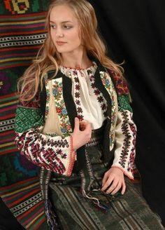 Ukraine ♥ young woman in traditional costume // Борщівська сорочка - valentinakp Ukraine Women, Ukraine Girls, Hollywood Fashion, Folk Fashion, Ethnic Fashion, Traditional Fashion, Traditional Dresses, Most Beautiful Women, Beautiful People