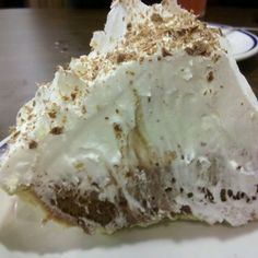 Bob Evans French Silk Pie Copycat Recipe Makes 1 Pie 1 baked pie shell, not graham cracker 2 jars caramel ice . Copycat Recipes Desserts, Dessert Cake Recipes, Pie Dessert, Dinner Recipes, Bob Evans Recipes, Chocolate Silk Pie, French Silk Pie, Kinds Of Pie, Delicious Desserts