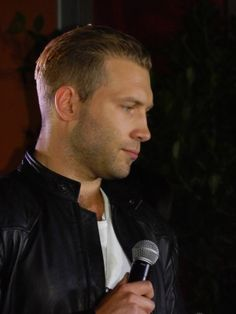 "Red Carpet Event for ""Divergent""... A LOT of pics of Jai Courtney and Miles Teller - txtMovieClub"