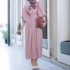 Pin by Tabs B on aşkim in 2019 Modern Hijab Fashion, Hijab Fashion Inspiration, Abaya Fashion, Muslim Fashion, Modest Fashion, Fashion Dresses, Dress Outfits, Hijab Evening Dress, Hijab Dress Party