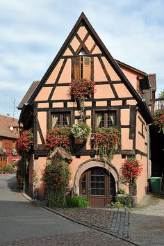 My Shabby Chateau Beautiful Places To Travel, Wonderful Places, Great Places, Alsace, Beautiful Buildings, Beautiful Homes, Haute Marne, Fairytale House, Unusual Homes