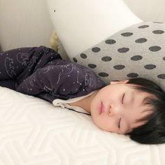 Baby sleep Bed - Baby sleep Bag Wool - - Baby sleep By Age Cute Baby Boy, Cute Little Baby, Little Babies, Baby Boys, Cute Kids, Cute Asian Babies, Korean Babies, Asian Kids, Cute Babies