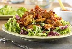 Southwest Salsa Chicken with Fresh Greens - Seasoned with chili powder and cumin, chicken strips are blackened, combined with salsa and served over salad greens to make a quick warm salad with kicked-up flavor in every bite. Ww Recipes, Dinner Recipes, Cooking Recipes, Healthy Recipes, Healthy Foods, Skinny Recipes, Cooking 101, Mexican Recipes, Turkey Recipes