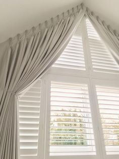 34 Trending Windows Curtains To Keep Now – Home Decoration – Interior Design Ideas Big Window Curtains, Bedroom Windows, Curtains With Blinds, Check Curtains, Bedroom Curtains, Arched Window Treatments, Window Coverings, Triangle Window, Gable Window