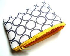 circles pouch