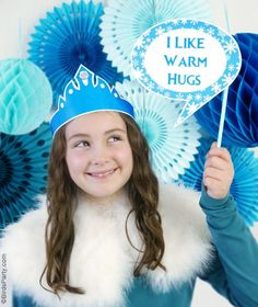 A quick and easy DIY party photo booth using party printables and easy decor for a Frozen birthday party!