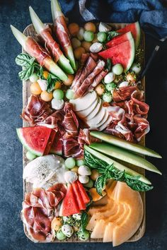 Melon and Prosciutto Platter Recipes fast food drinks Plateau Charcuterie, Charcuterie And Cheese Board, Charcuterie Platter, Antipasto Platter, Cheese Boards, Tapas Platter, Platter Ideas, Snack Platter, Meat Platter