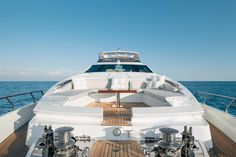 Nice Azimut Motoryacht frontview