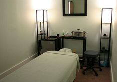 Google Image Result for http://www.bodiesonthemove.com/images/massageTherapyRoom.jpg