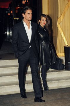 Scott Disick Photos - Kourtney Kardashian and her boyfriend Scott Disick have an evening out, stopping at the Hotel Costes in Paris for dinner. - Kourtney Kardashian and Scott Disick Head to Dinner Kardashian Beauty, Kardashian Family, Kardashian Style, Kardashian Jenner, Kourtney Kardashian, Celebrity Outfits, Celebrity Couples, Celebrity Style, Pop Fashion