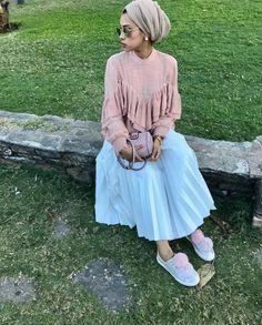 Pinterest @adarkurdish Muslim Fashion, Modest Fashion, Hijab Fashion, Girl Fashion, Fashion Outfits, Modest Wear, Modest Dresses, Modest Outfits, Hijabs