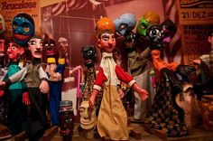 Dolls that depict figures in Pernambuco folk tales, featured in Carnival and in Cordel literature.