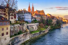 Basel Elveția - Old town of Basel with red stone Munster cathedral on the Rhine river Switzerland