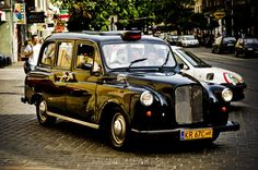 London Taxi    Samochód zabytkowy zarejestrowany na żółtych zabytkowych tablicach rejestracyjnych , wersja limitowana końcowa seria modelu. http://www.facebook.com/pages/London-Taxi-Krak%C3%B3w/207363485996423