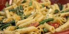 Pasta with chorizo, feta, pesto, tomato and green beans Chorizo Pasta, Pasta Salad, Pesto, Green Beans, Food Porn, Food And Drink, Favorite Recipes, Baking, Ethnic Recipes