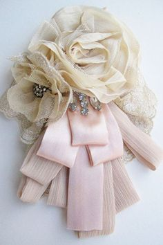 Pretty Corsage to make, would be lovely to have as Mother of the Bride, then keep to wear for Mother's Day each year.  Memories will flood back...                                                                                                                                                                                 Más